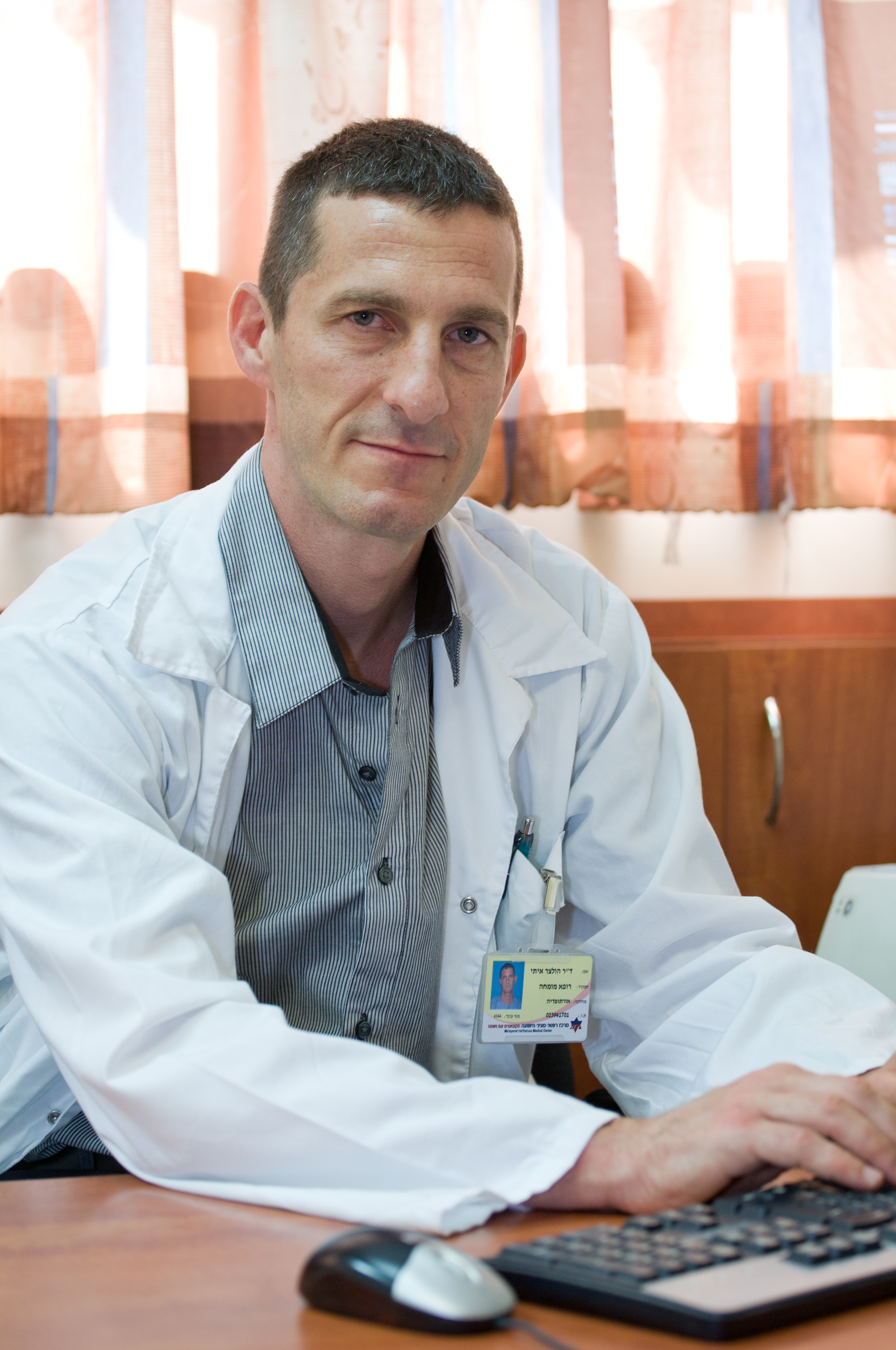 """ד""""ר איתי הולצר מומחה בכירורגיה אורתופדית"""