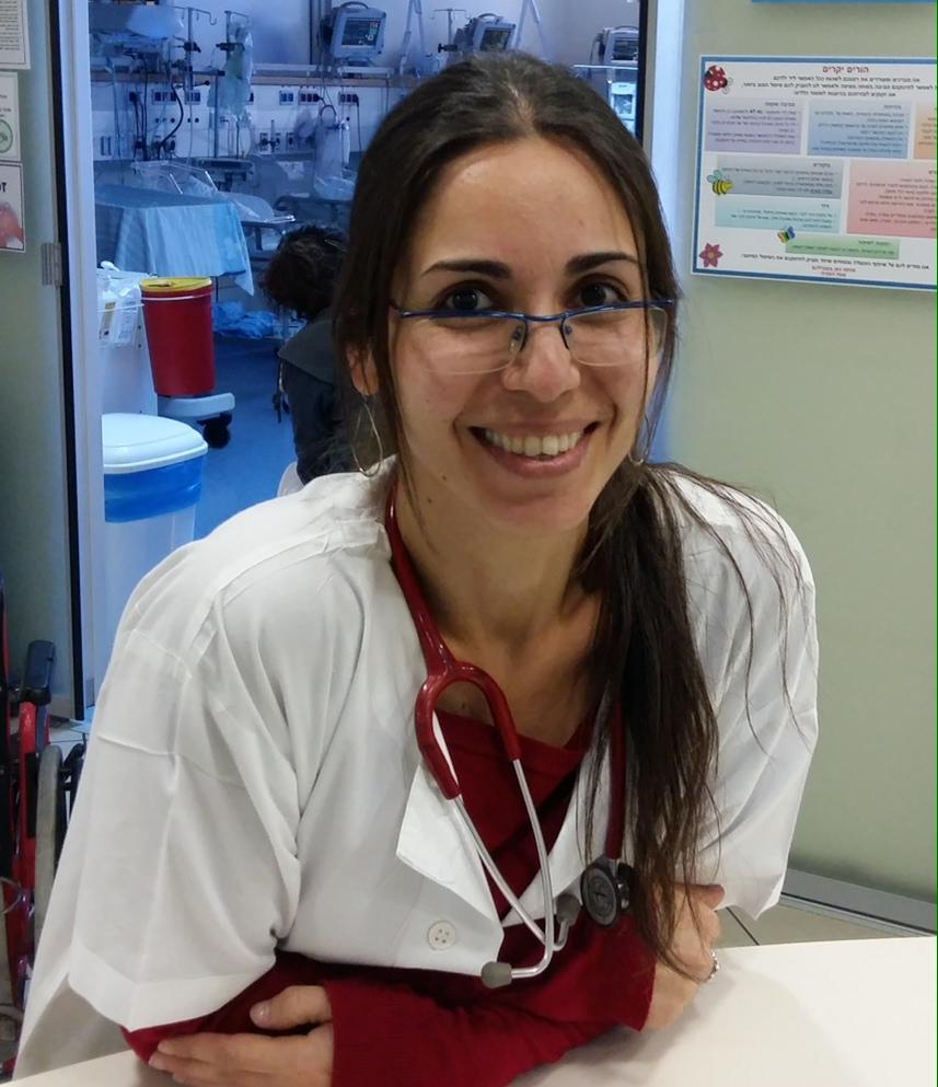 """ד""""ר איילה גובר מומחית בנאונטולוגיה, מומחית ברפואת ילדים"""