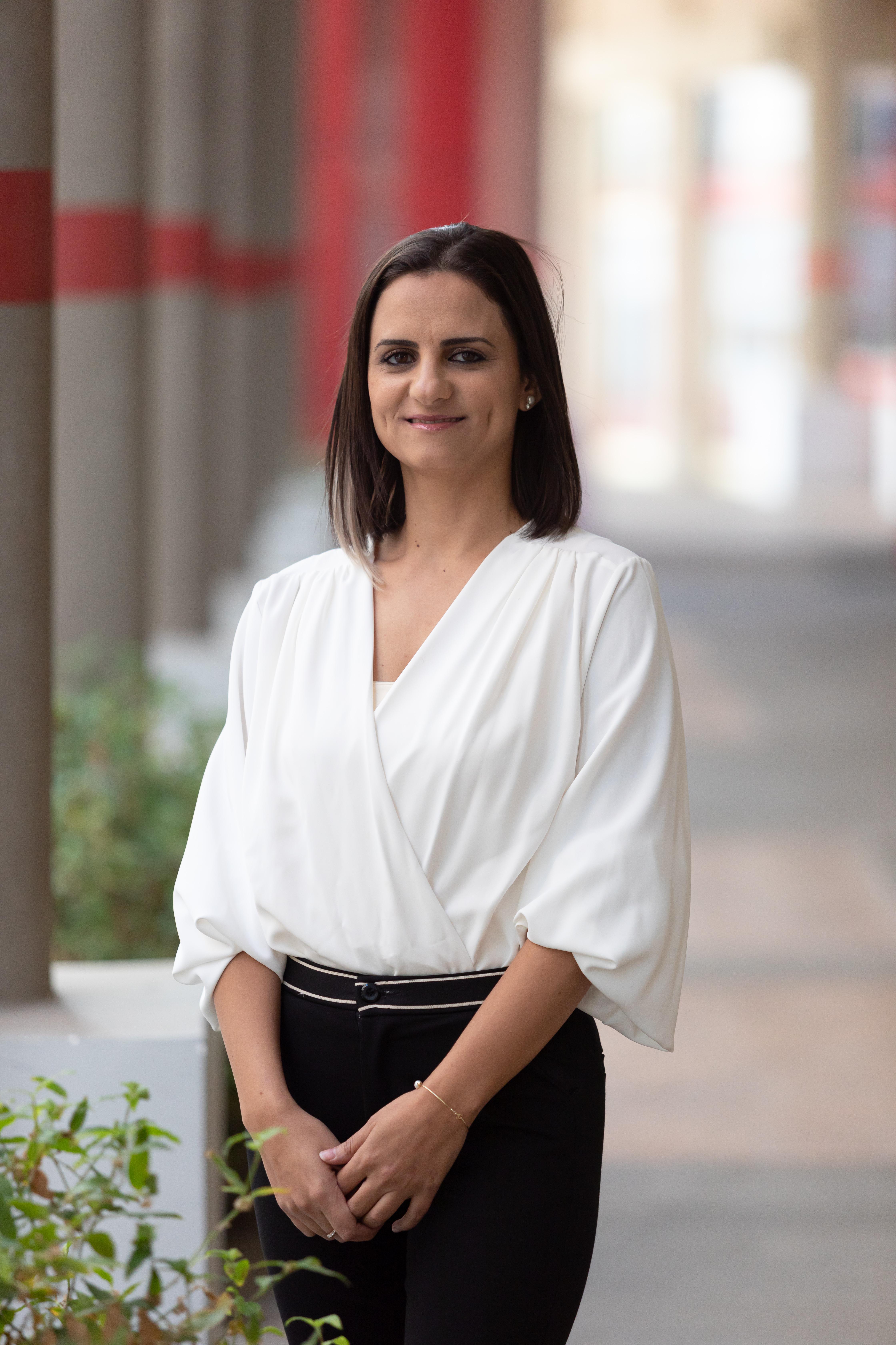 """ד""""ר חוזימה אבו סיביה מומחית במחלות זיהומיות, מומחית ברפואת משפחה"""