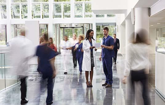 """פרופ' ציון חגי: """"חתימה על היתר שמקצר את משך התורנות של רוב הרופאים המתמחים, היא צעד בכיוון הנכון""""."""