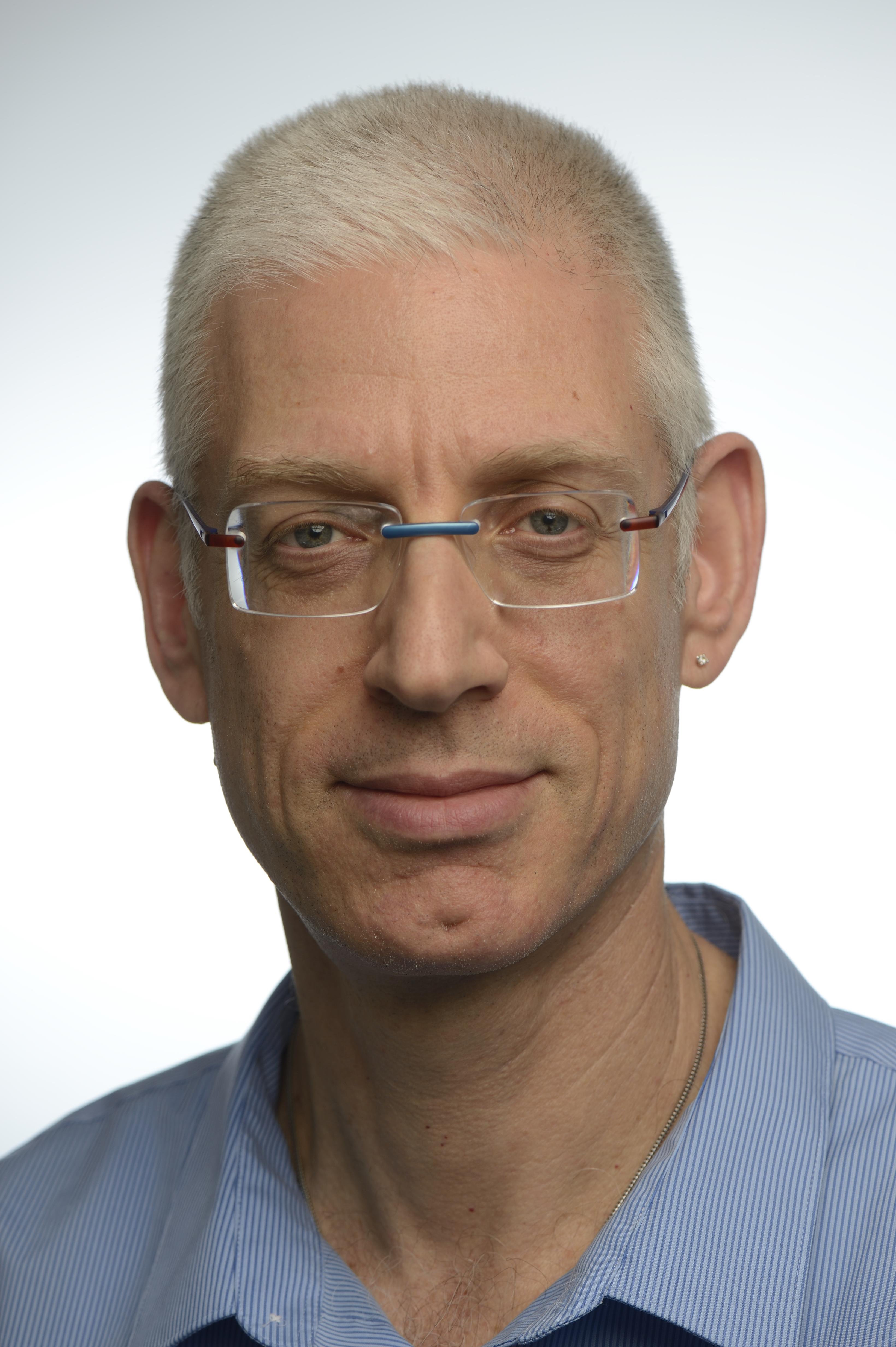 """ד""""ר עידי מצר מומחה במחלות עיניים"""