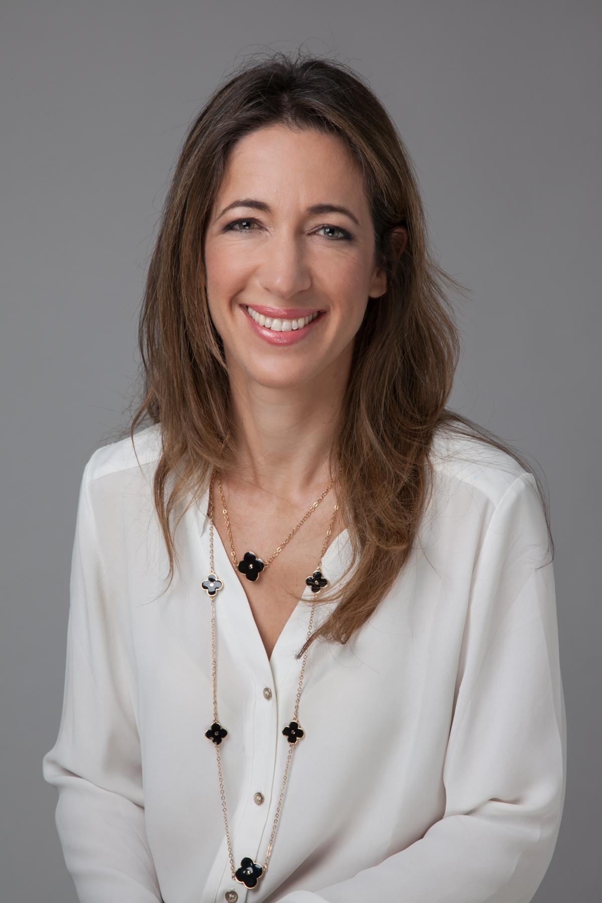 """ד""""ר אסתר רובינראוט מומחית בכירורגיה של היד, מומחית בכירורגיה אורתופדית"""