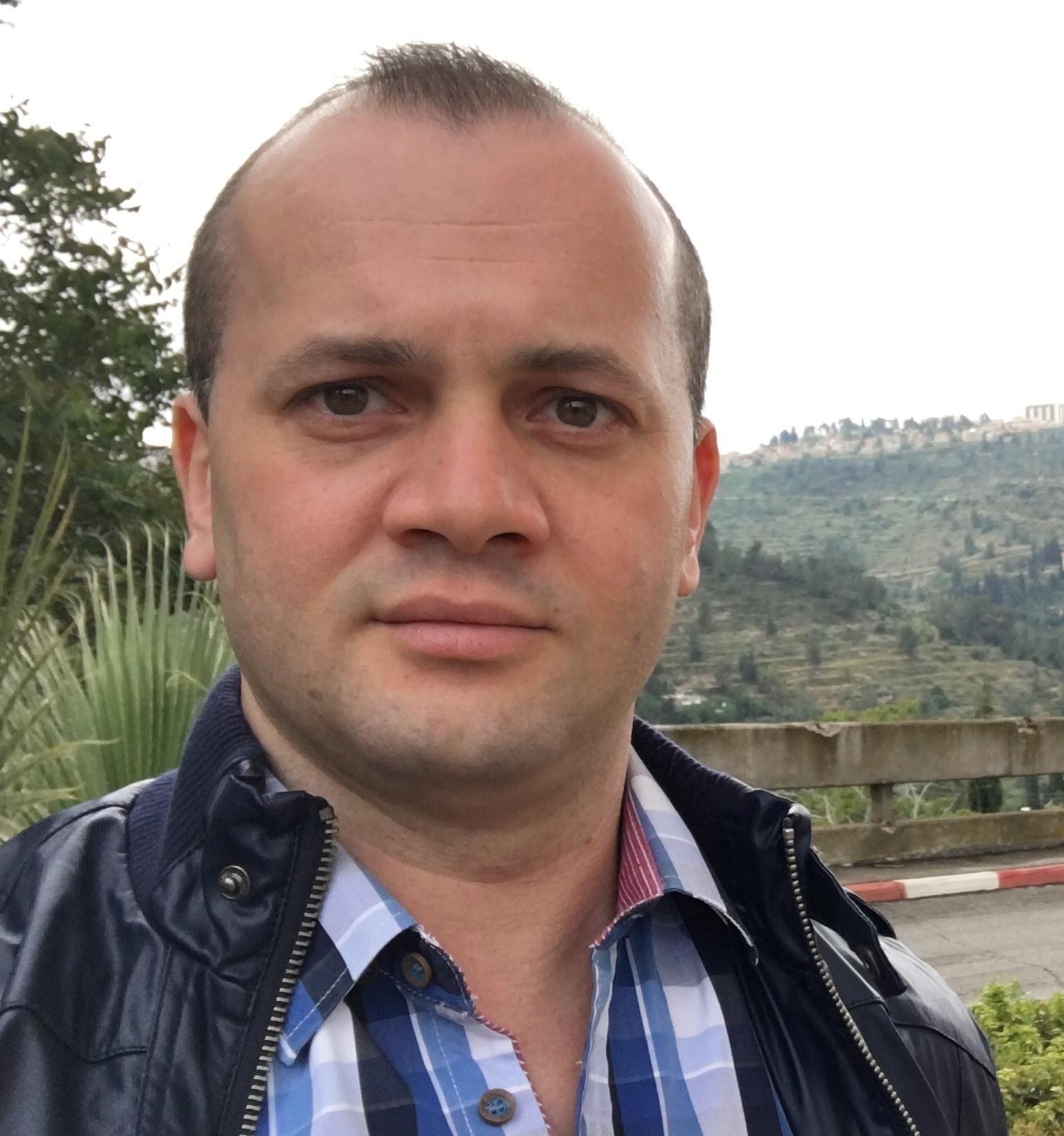 """ד""""ר לאון גרדוב מומחה בכירורגיה אורתופדית"""
